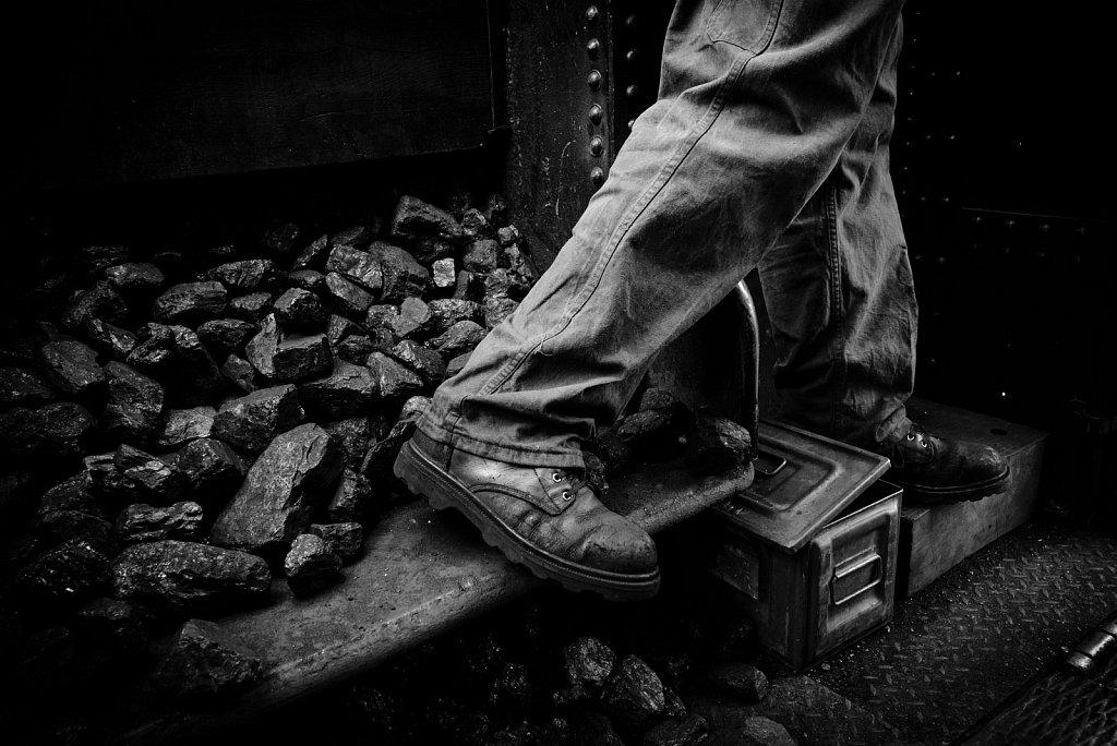 Les pieds dans le charbon